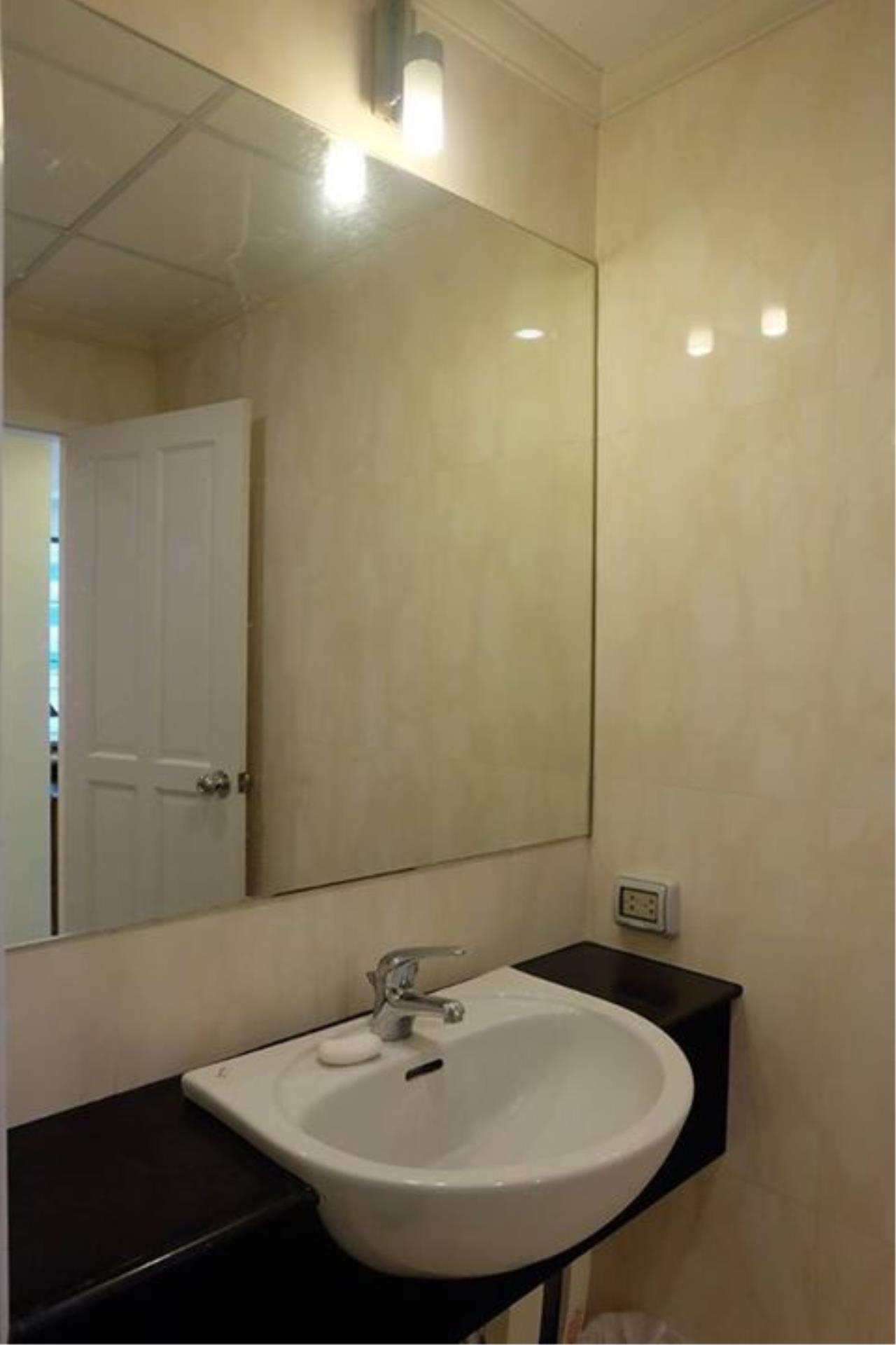 Piri Property Agency's 3 bedrooms Condominium  on 10 floor For Rent 3 7