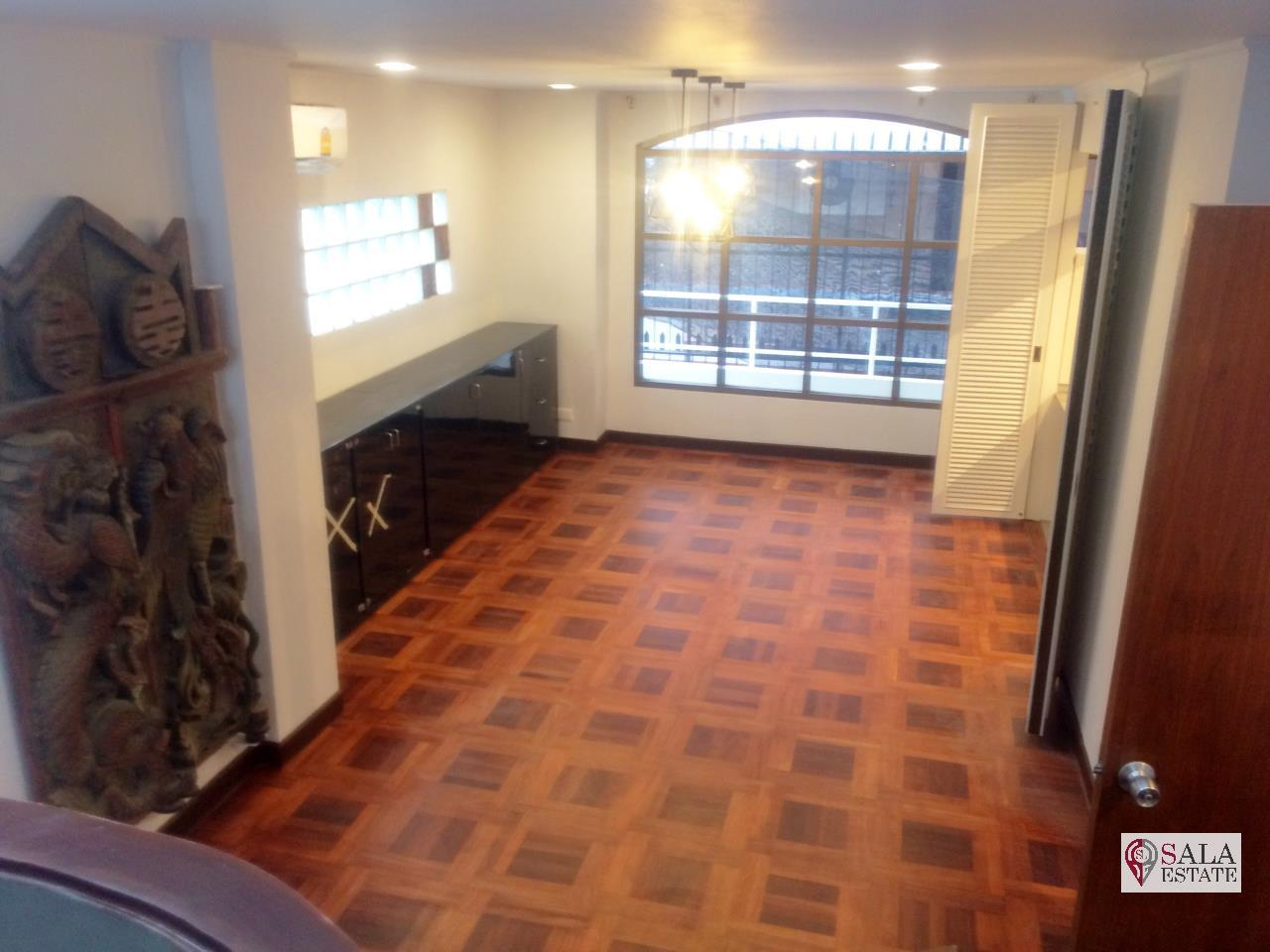 SALA ESTATE Agency's ( FOR RENT/SELL ) TOWNHOUSE IN SUKHUMVIT SOI 31 - 4 FLOORS, 3 BEDROOMS 5 BATHROOMS, FULLY FURNISHED 4