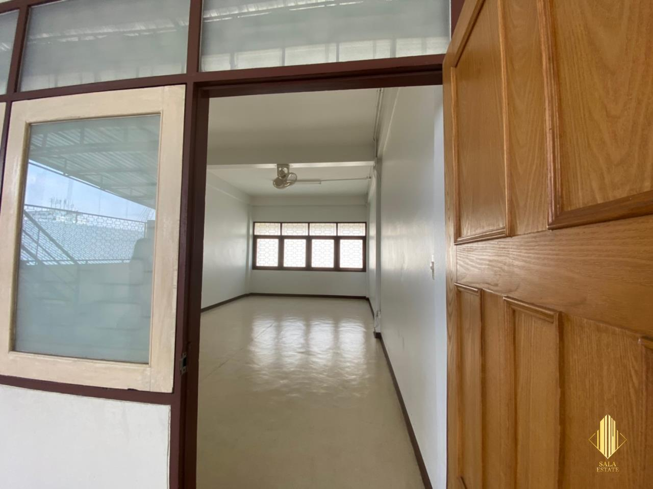 SALA ESTATE Agency's COMMERCIAL BUILDING OFFICE FOR SALE / RENT - SUSAWAD 9, 1400 SQM 3 FLOORS 10 ROOMS 15