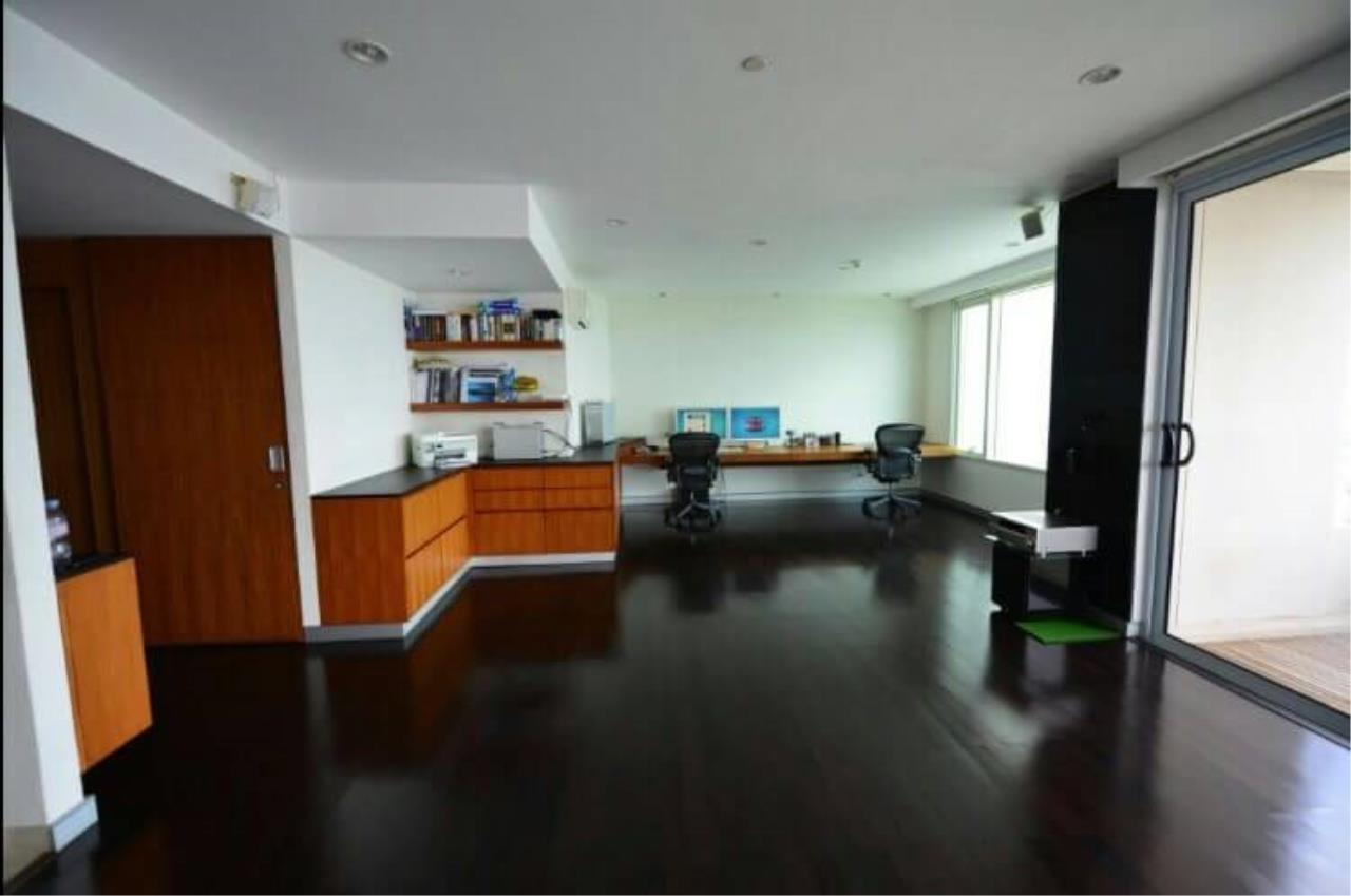 SALA ESTATE Agency's 3 bedroom  condo for  rent/sale in Watermark Chaophraya River near BTS Saphan Taksin 1