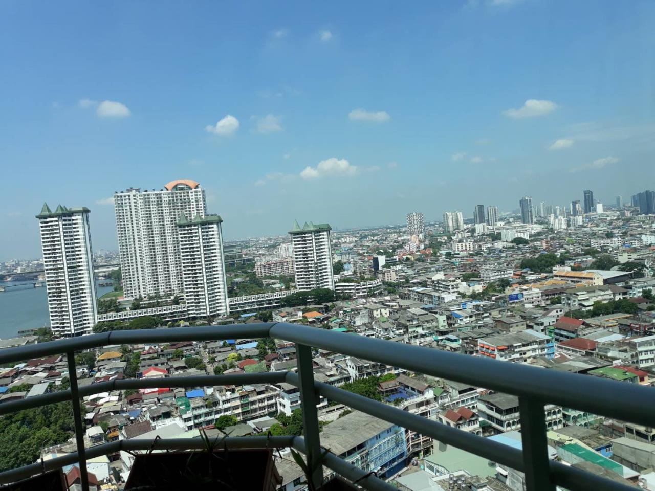 SALA ESTATE Agency's 2 bedroom For rent/sale Condo Watermark Chaophraya River - Near BTS Saphan Taksin-Pets allows. 10