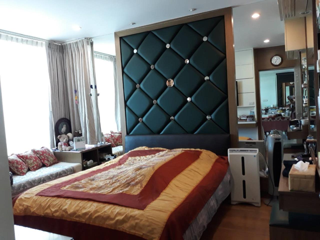 SALA ESTATE Agency's 2 bedroom For rent/sale Condo Watermark Chaophraya River - Near BTS Saphan Taksin-Pets allows. 4
