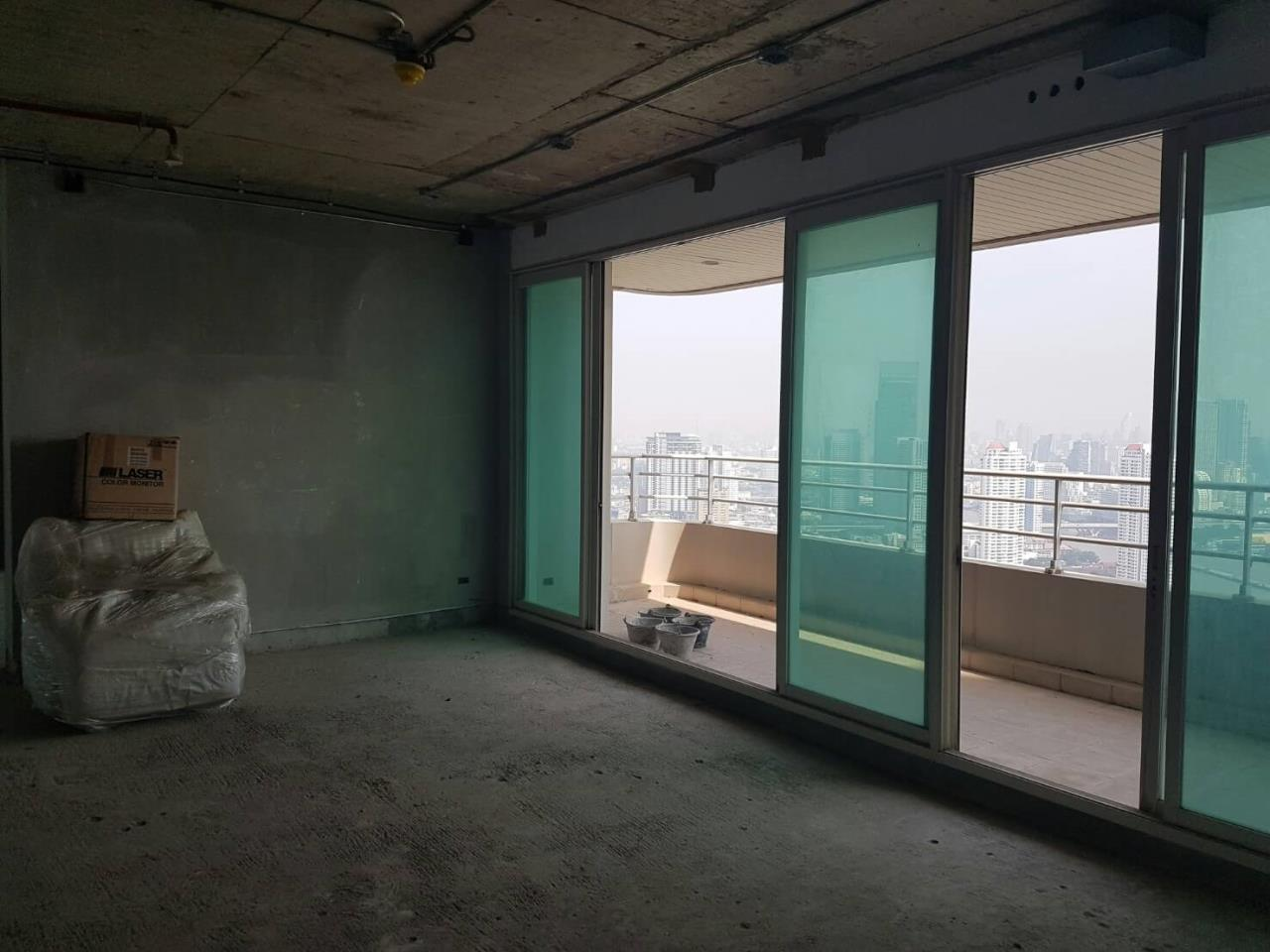 SALA ESTATE Agency's 4 bedroom condo for sale in Watermark Chaophraya River near BTS Saphan Taksin 2