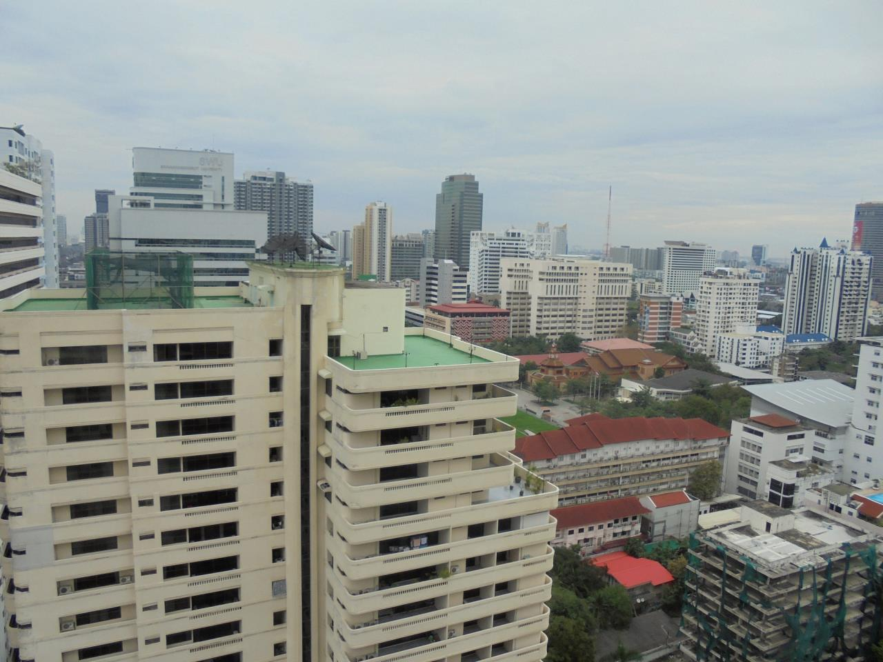 RE/MAX CondoDee Agency's Penthouse for Rent in Asoke - Quite & Central Location 1