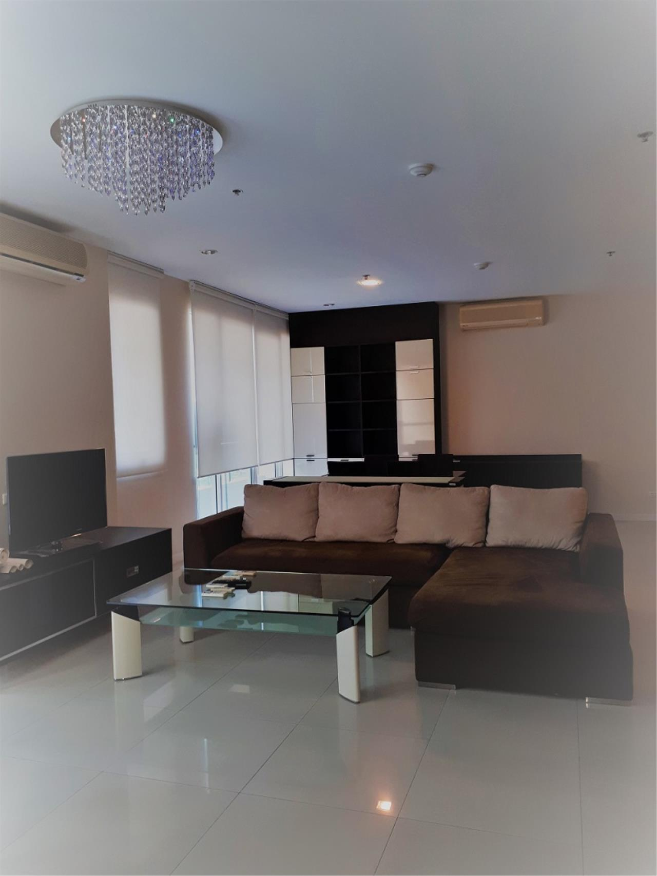 RE/MAX CondoDee Agency's Spacious 3 Bedrooms Condo @ Sukhumvit 11 5