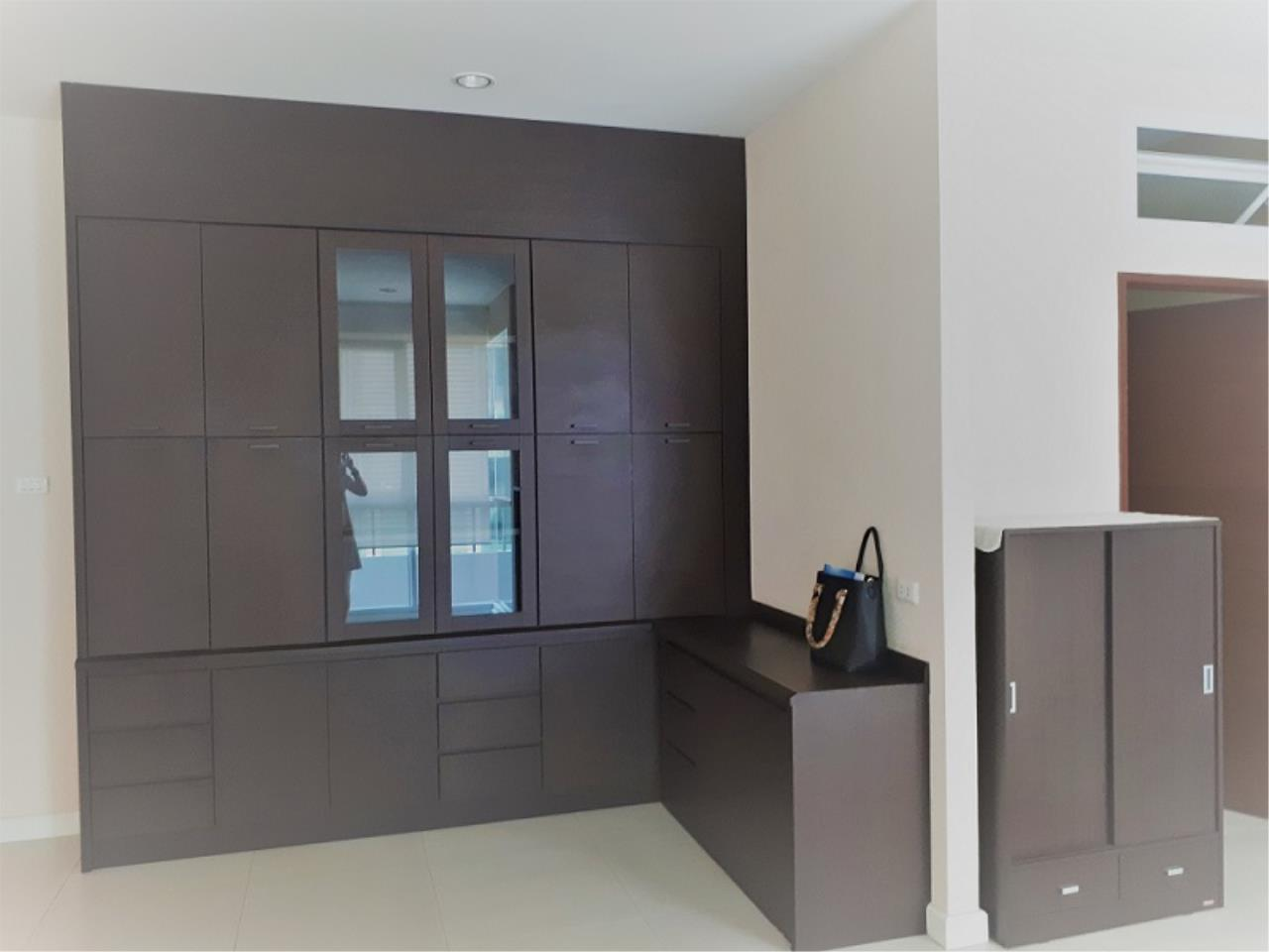 RE/MAX CondoDee Agency's Spacious 3 Bedrooms Condo @ Sukhumvit 11 7