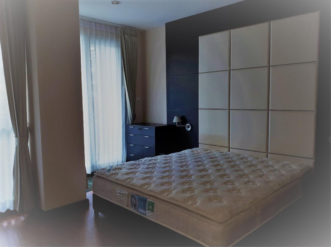RE/MAX CondoDee Agency's Spacious 3 Bedrooms Condo @ Sukhumvit 11 11