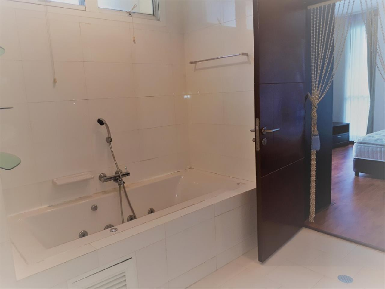 RE/MAX CondoDee Agency's Spacious 3 Bedrooms Condo @ Sukhumvit 11 12