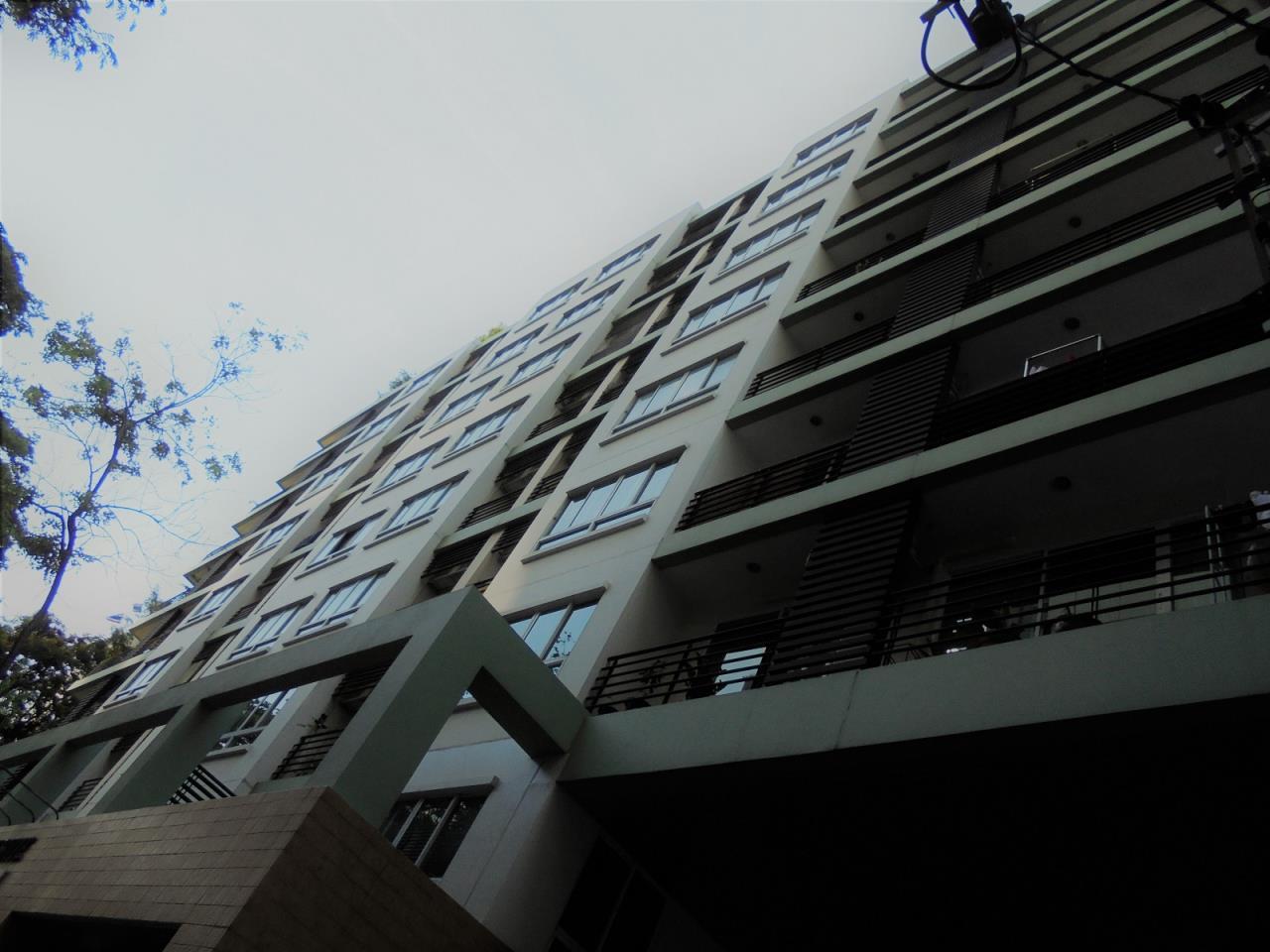 RE/MAX CondoDee Agency's Condo Near EmQuartier - Under-Market Price 9