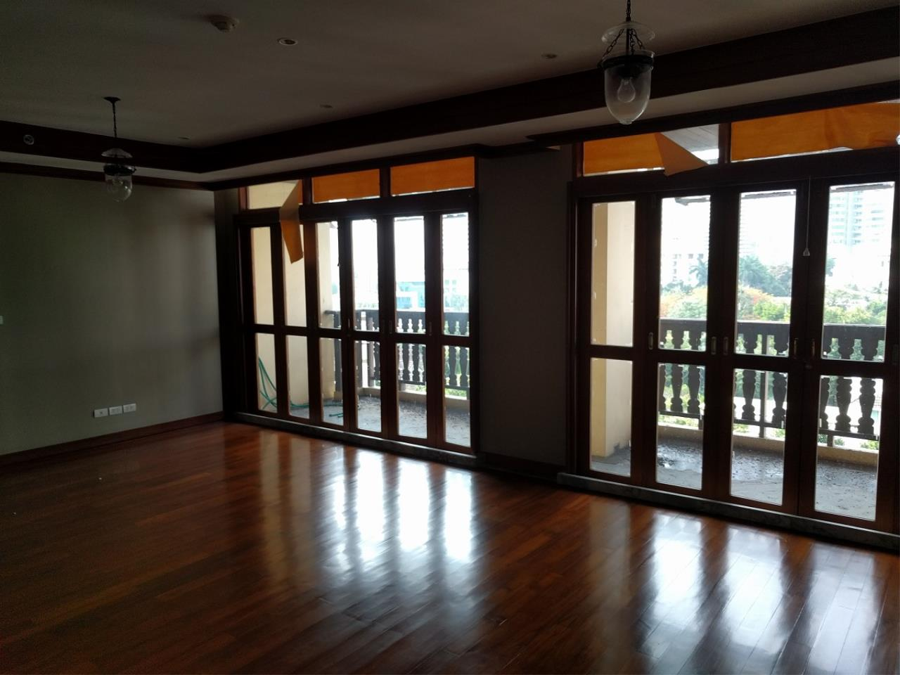 RE/MAX CondoDee Agency's Thai Elegance Luxury Condominium - Entire Building for Sale 7