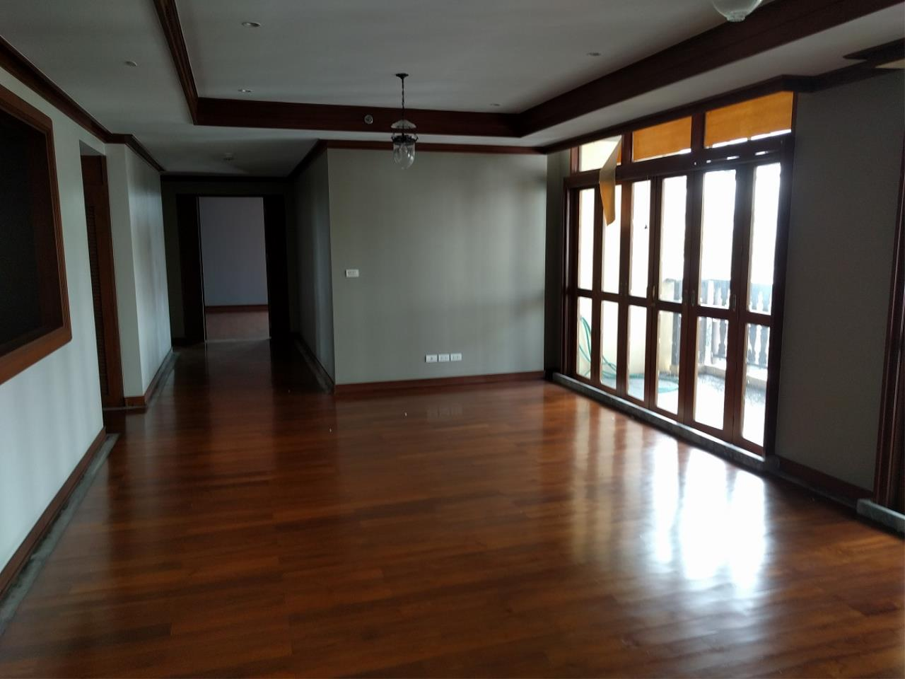 RE/MAX CondoDee Agency's Thai Elegance Luxury Condominium - Entire Building for Sale 8