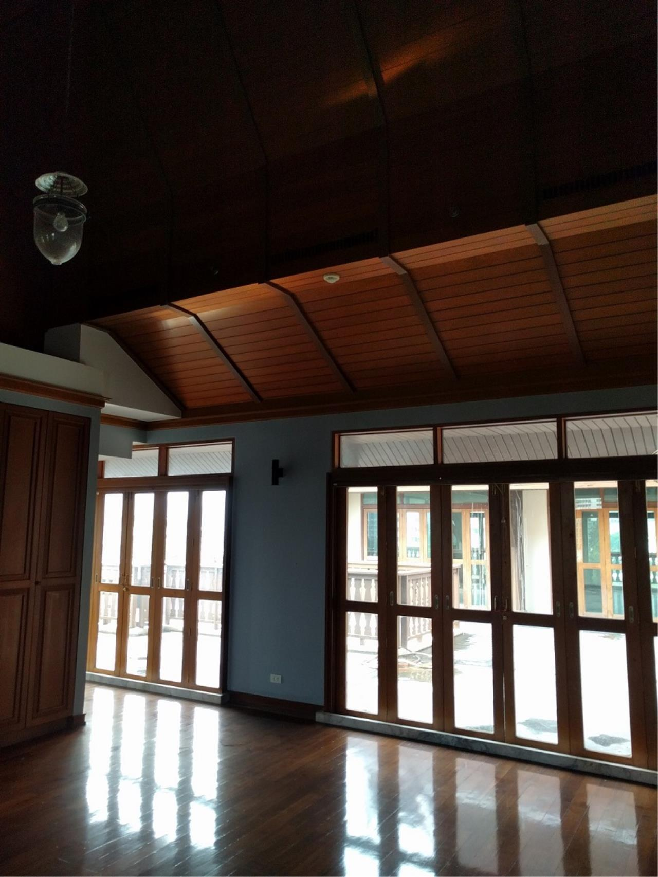 RE/MAX CondoDee Agency's Thai Elegance Luxury Condominium - Entire Building for Sale 21