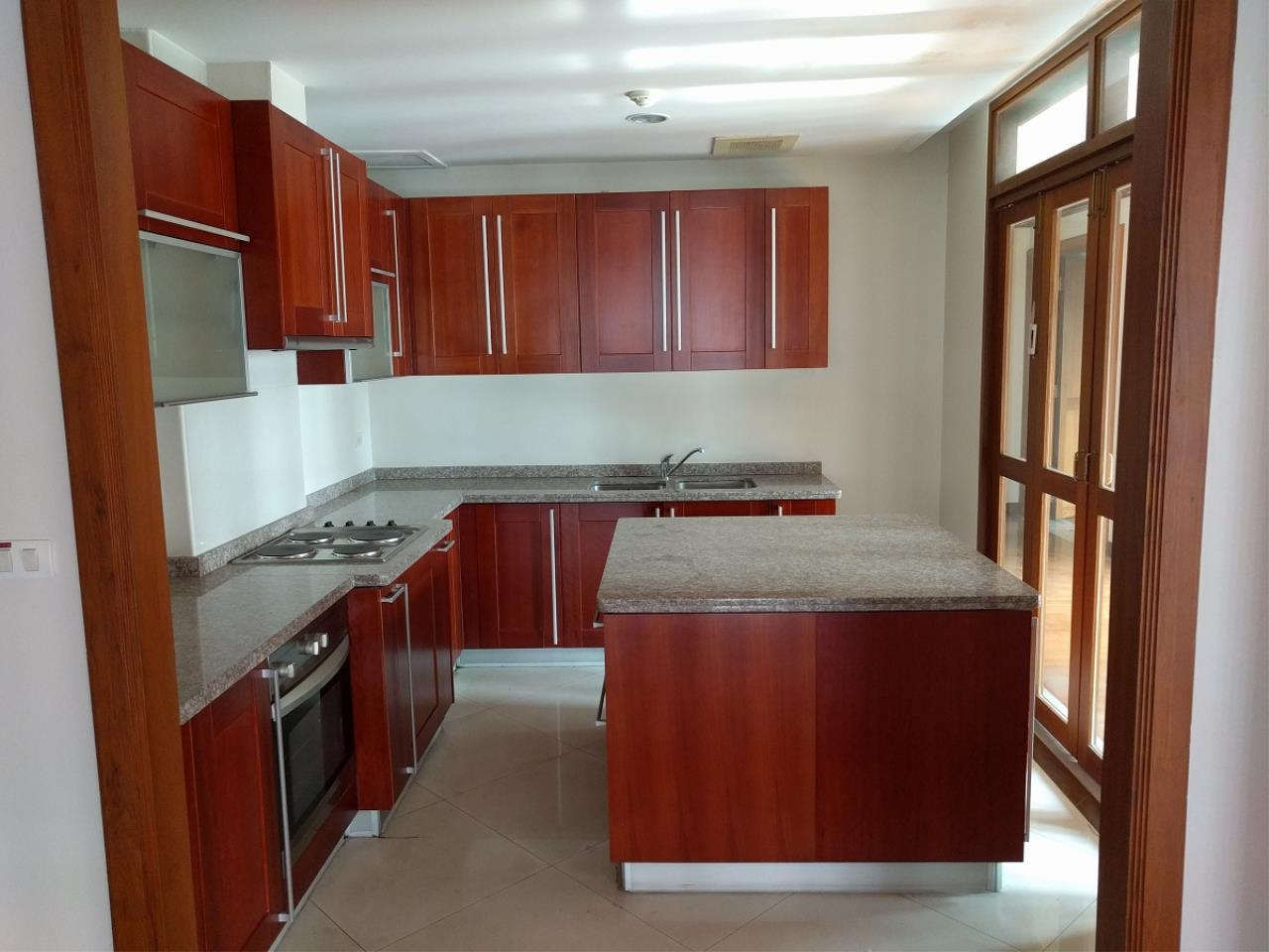 RE/MAX CondoDee Agency's Thai Elegance Luxury Condominium - Entire Building for Sale 22