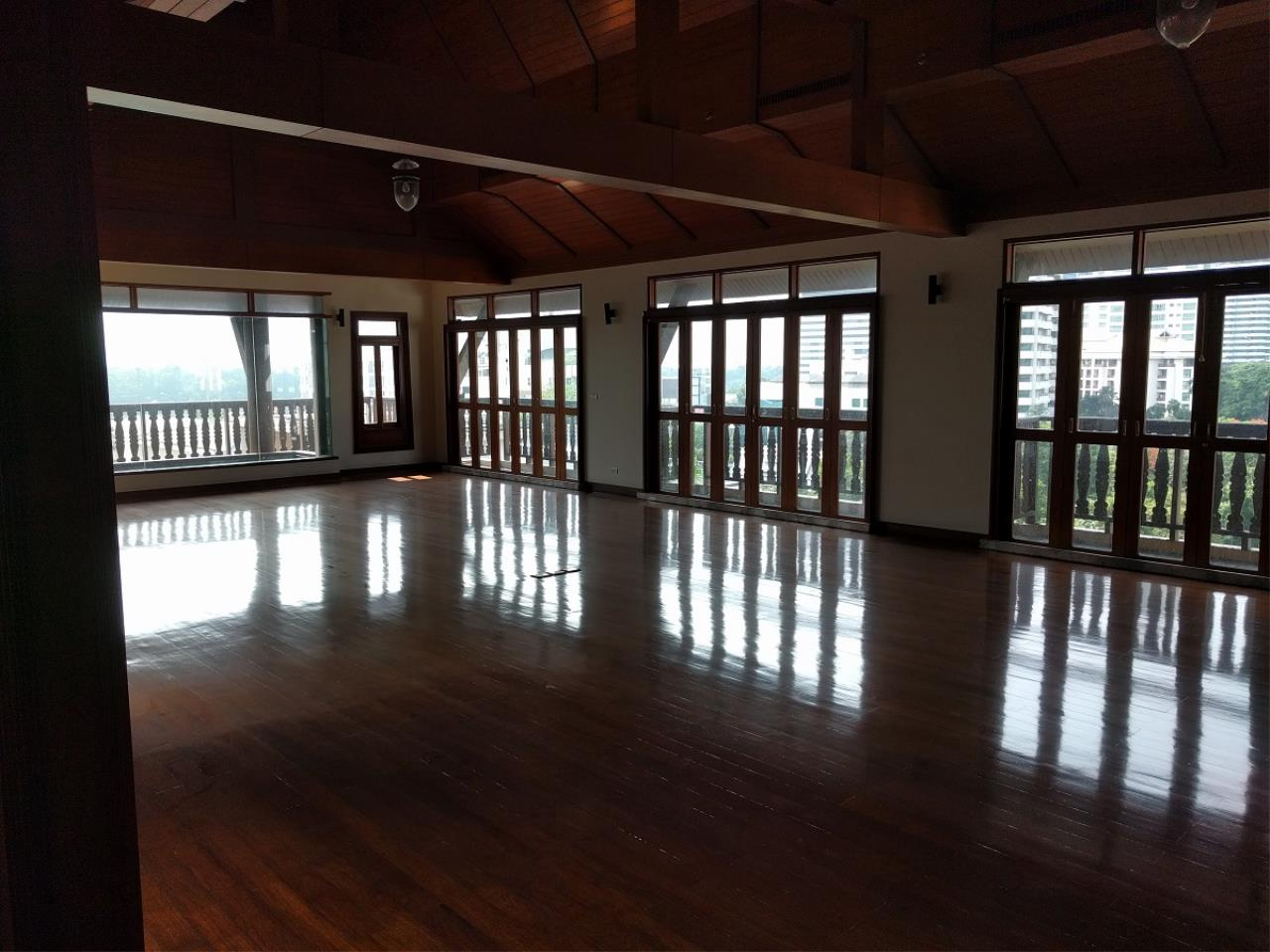 RE/MAX CondoDee Agency's Thai Elegance Luxury Condominium - Entire Building for Sale 23