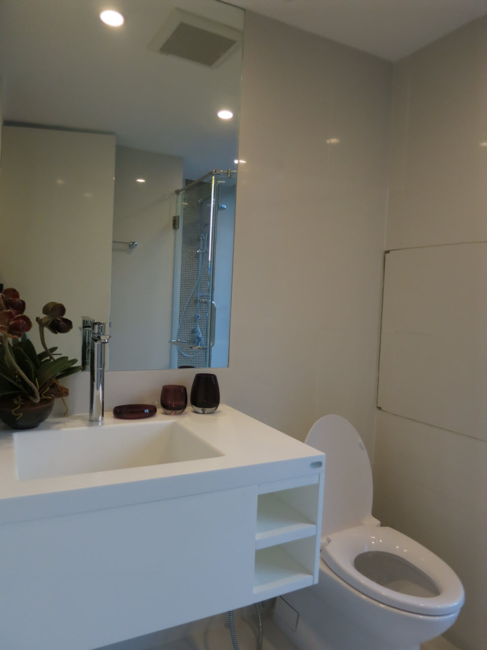 RE/MAX Executive Homes Agency's 2 Bedrooms Condo Collezio @ Sathon-Pipat 1