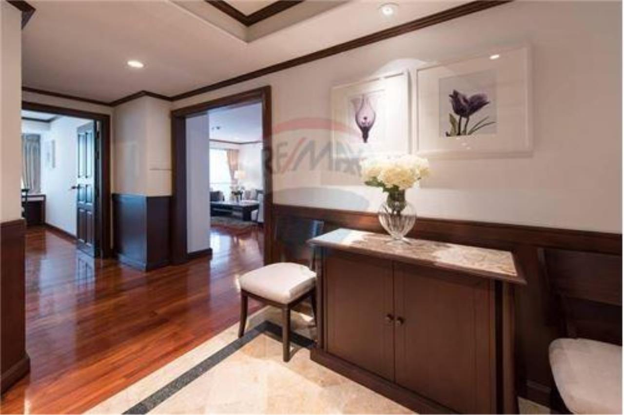 RE/MAX Executive Homes Agencyu0027s Homey Style Condo With Greenery And The  Lake View.