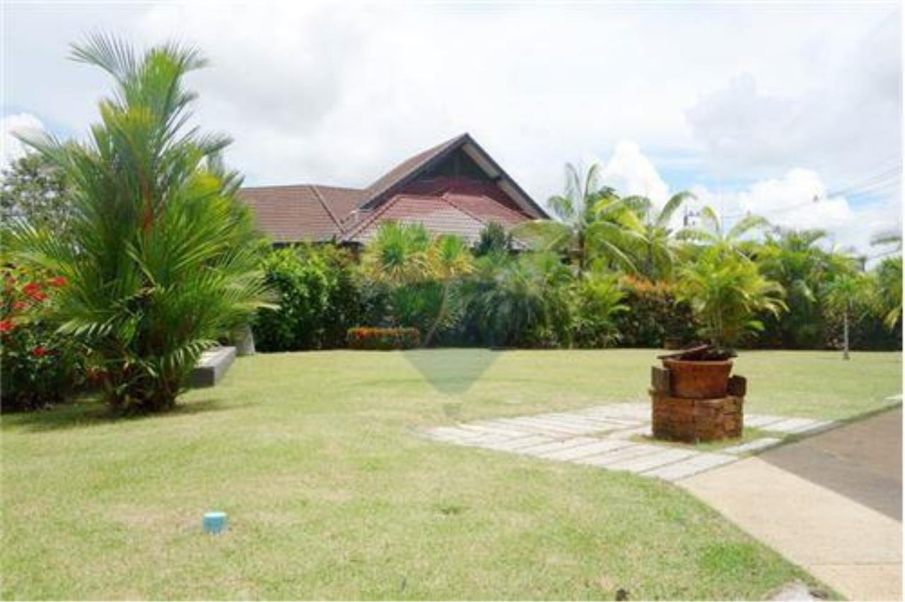 "RE/MAX Executive Homes Agency's ""Chai Dee"" 12.79 M in Baan Melanie plot K-2 20"