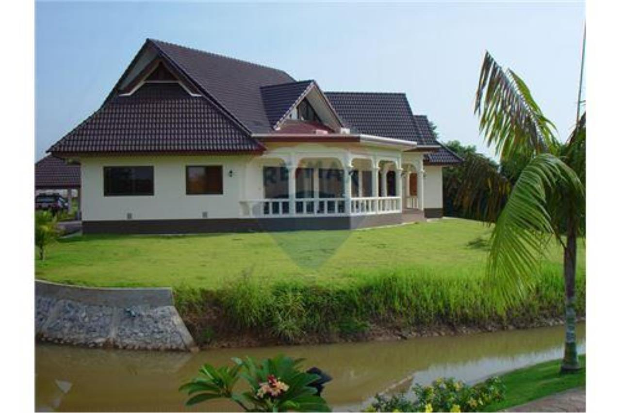 "RE/MAX Executive Homes Agency's ""Chai Dee"" 12.79 M in Baan Melanie plot K-2 11"