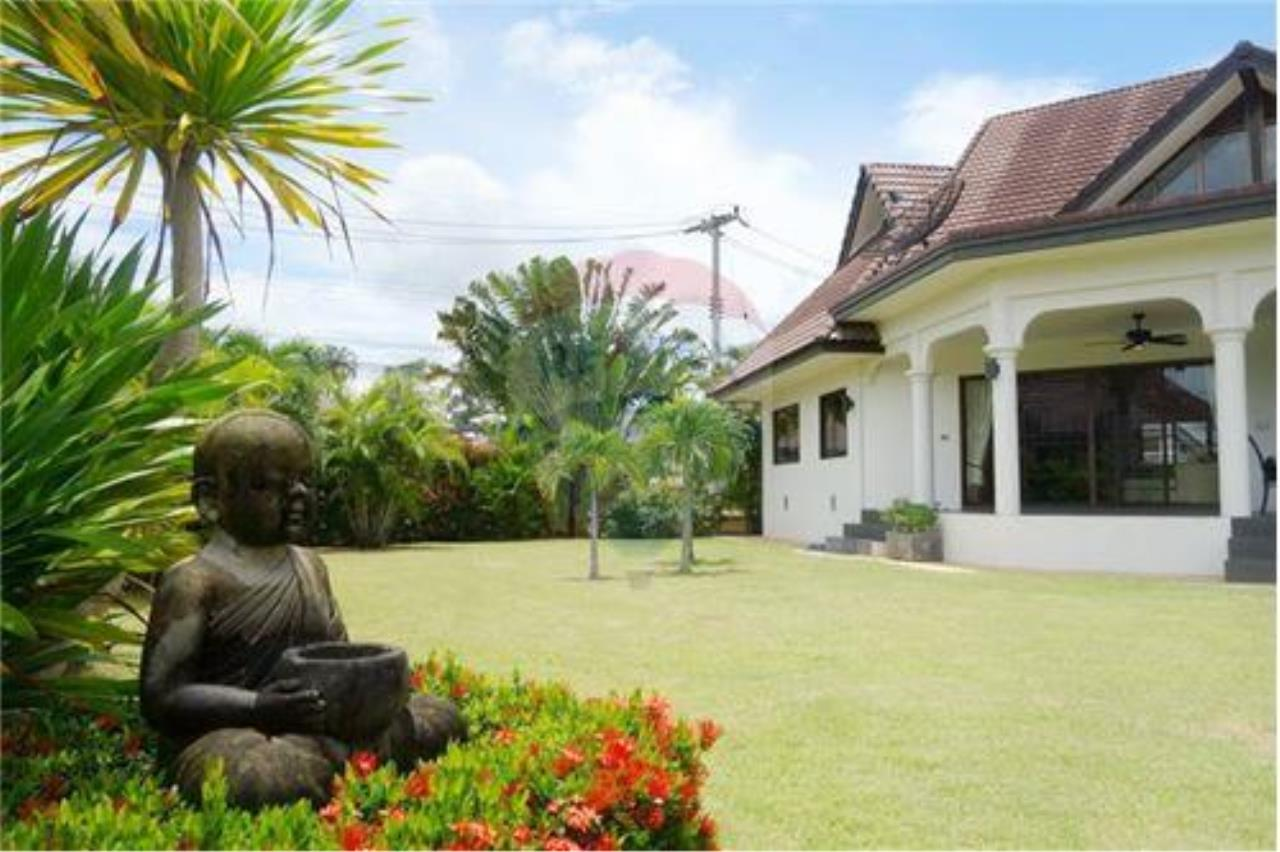 "RE/MAX Executive Homes Agency's ""Chai Dee"" 12.79 M in Baan Melanie plot K-2 16"