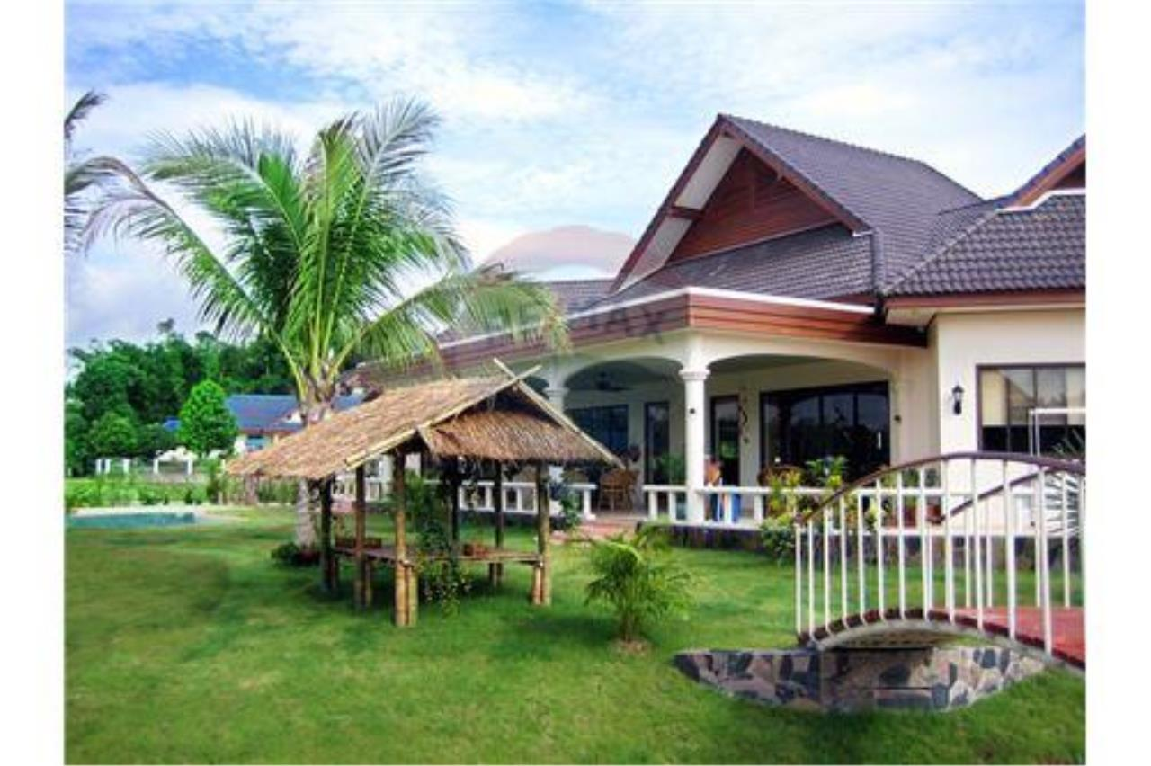 "RE/MAX Executive Homes Agency's ""Baan Maekok"" 12,85 M in Baan Melanie plot G-7 14"