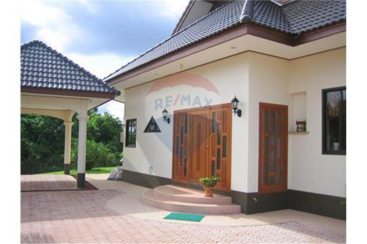 "RE/MAX Executive Homes Agency's ""Baan Maekok"" 12,85 M in Baan Melanie plot G-7 17"