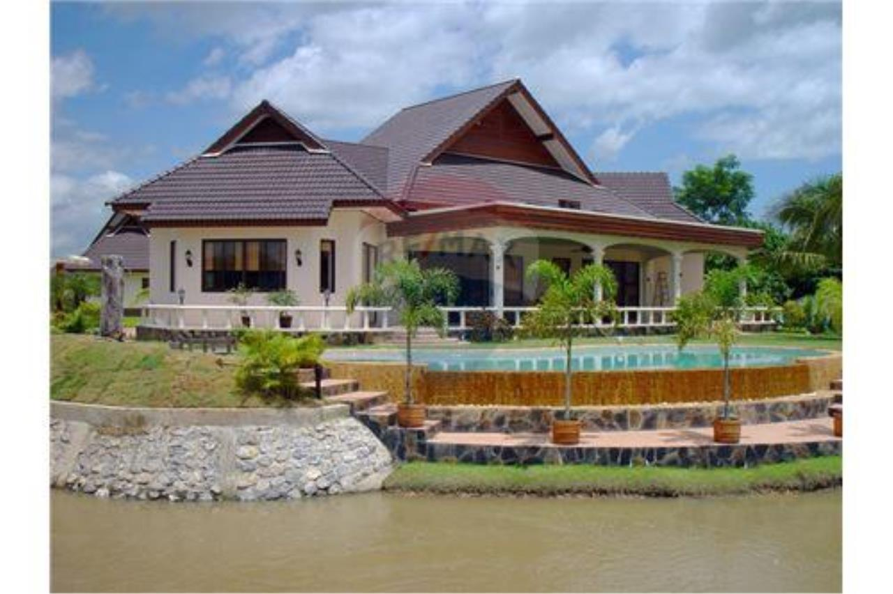 "RE/MAX Executive Homes Agency's ""Baan Maekok"" 12,85 M in Baan Melanie plot G-7 12"
