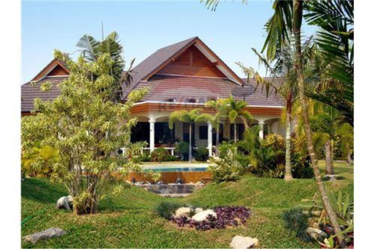 "RE/MAX Executive Homes Agency's ""Baan Maekok"" 12,85 M in Baan Melanie plot G-7 1"