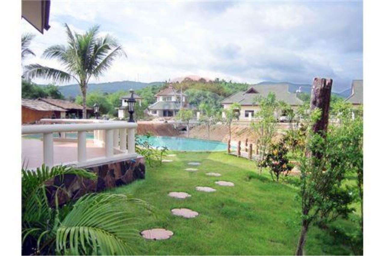 "RE/MAX Executive Homes Agency's ""Baan Maekok"" 12,85 M in Baan Melanie plot G-7 18"