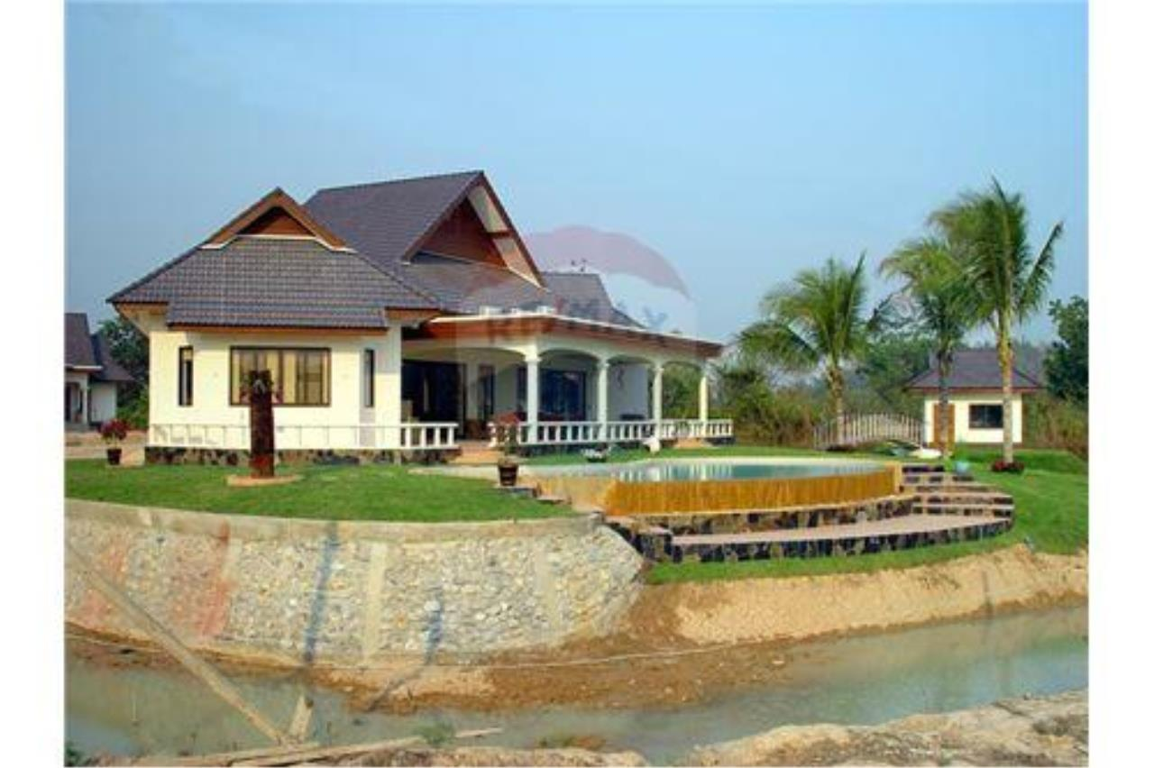 "RE/MAX Executive Homes Agency's ""Baan Maekok"" 12,85 M in Baan Melanie plot G-7 9"