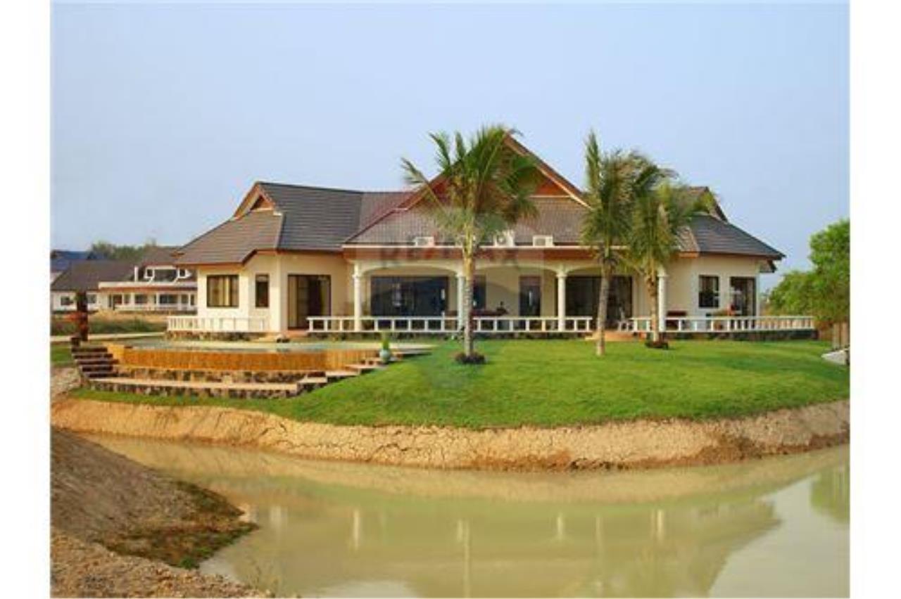 "RE/MAX Executive Homes Agency's ""Baan Maekok"" 12,85 M in Baan Melanie plot G-7 10"