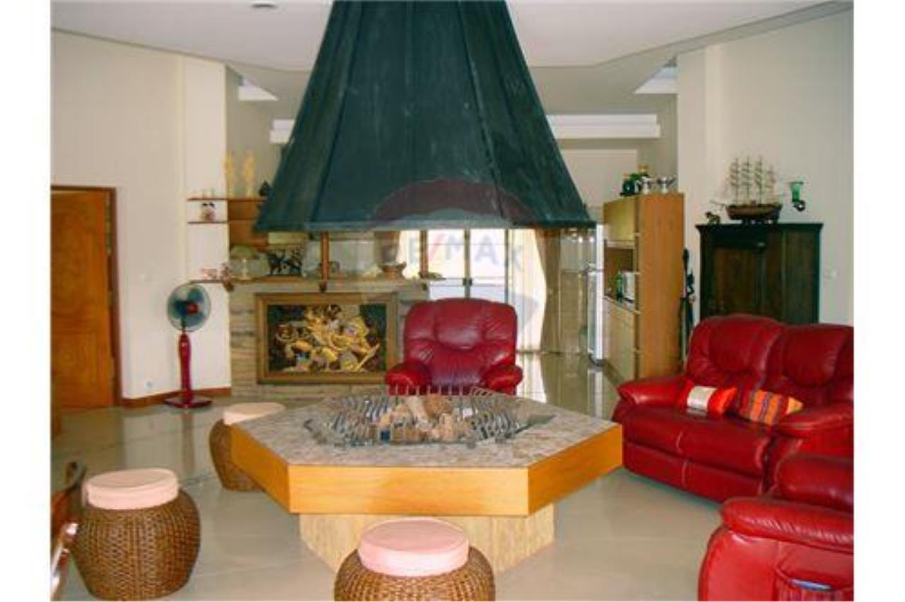"RE/MAX Executive Homes Agency's ""Chom View"" 13.4 M in Baan Melanie plot G-7 3"