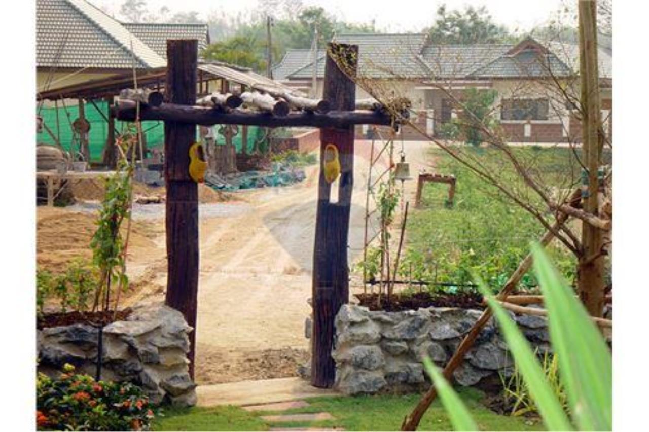"RE/MAX Executive Homes Agency's ""Chom View"" 13.4 M in Baan Melanie plot G-7 16"