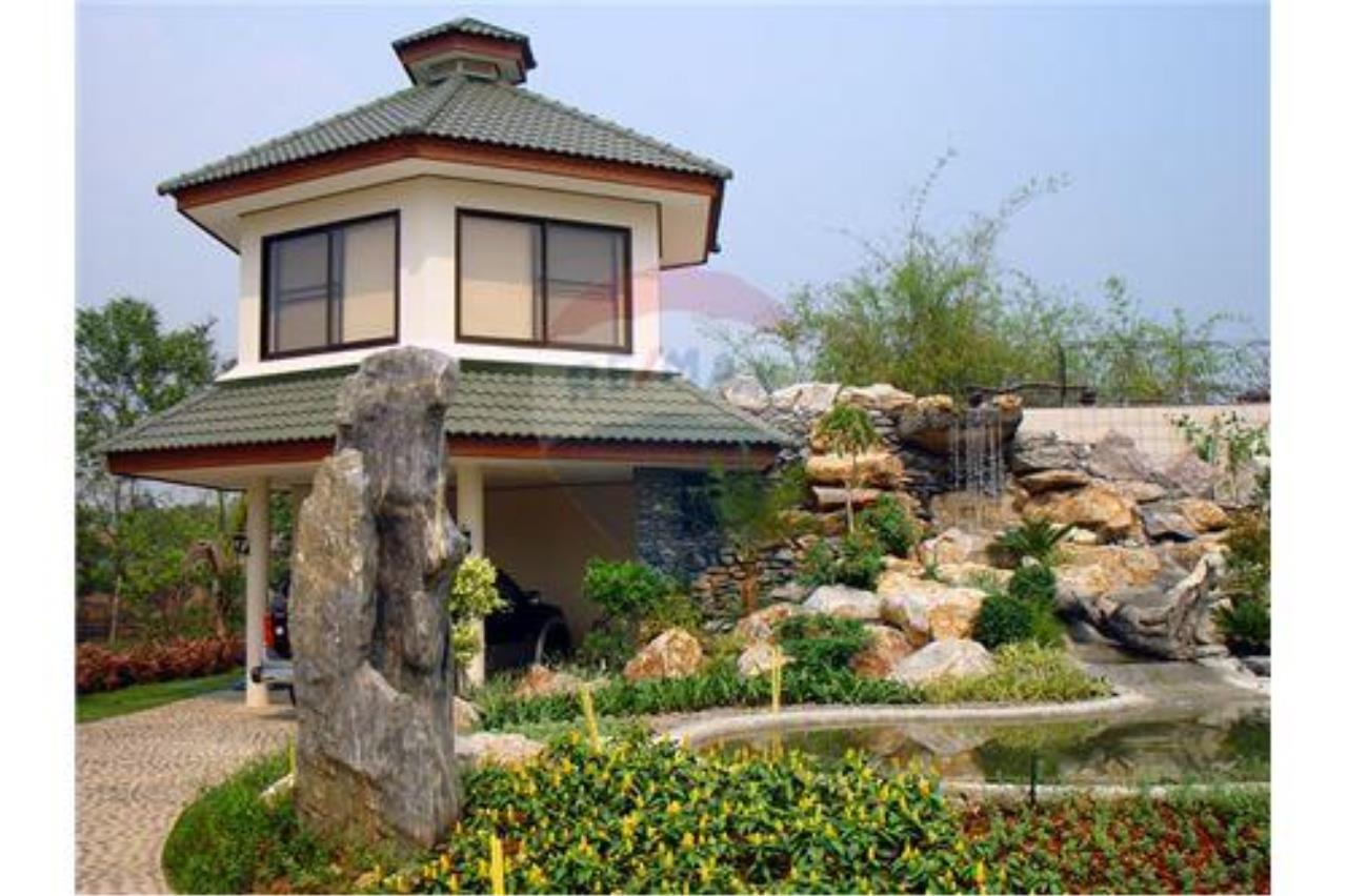 "RE/MAX Executive Homes Agency's ""Chom View"" 13.4 M in Baan Melanie plot G-7 7"