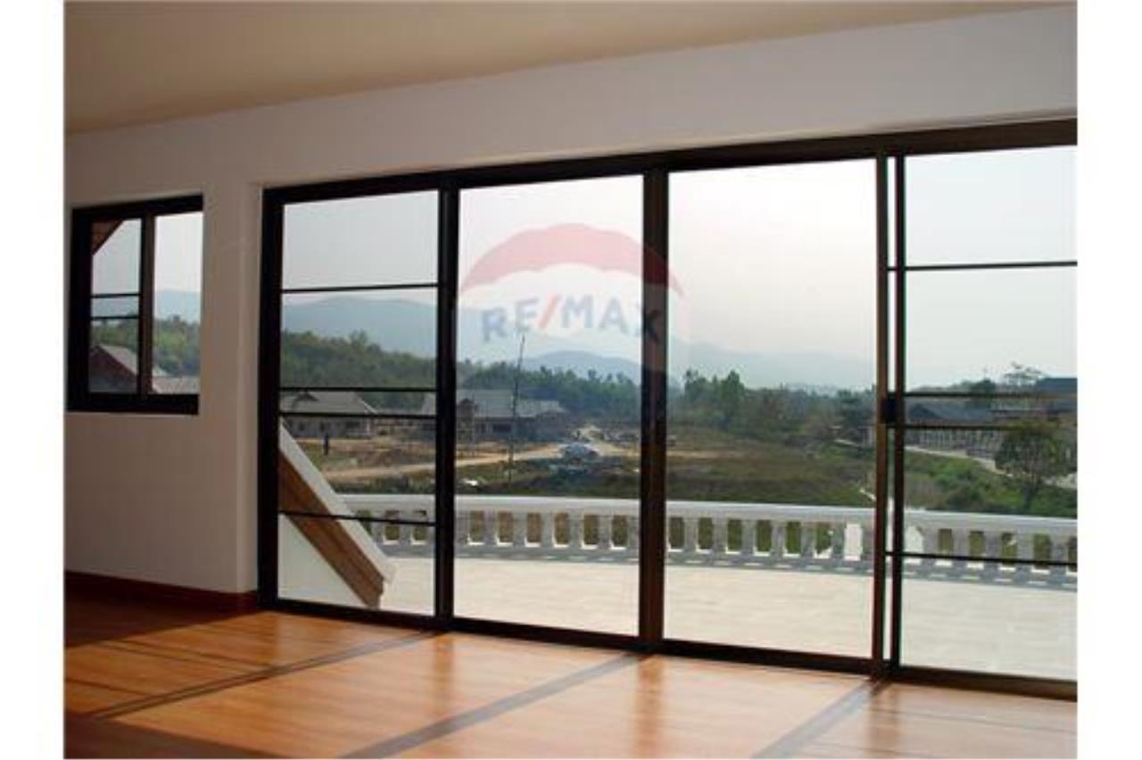 "RE/MAX Executive Homes Agency's ""Song Chan"" 13.95 M in Baan Melanie plot G-7 37"