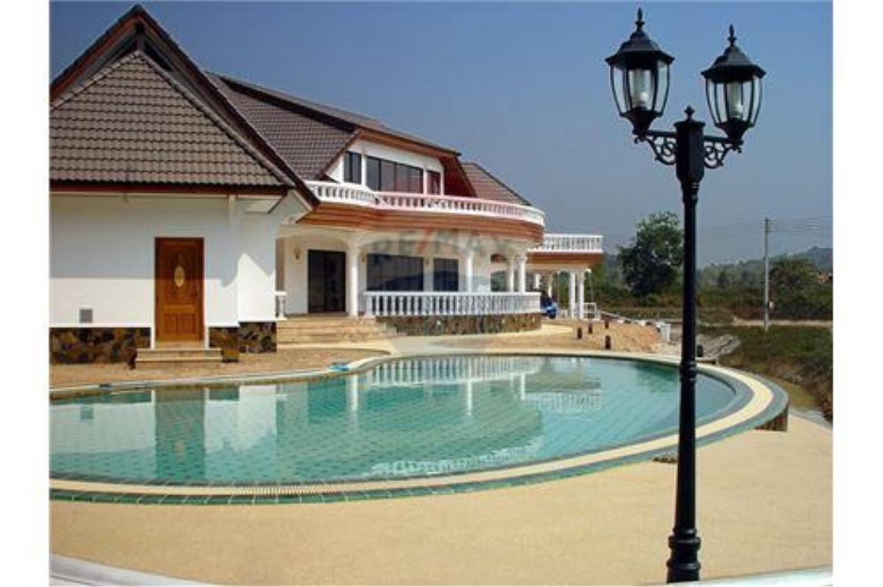 "RE/MAX Executive Homes Agency's ""Song Chan"" 13.95 M in Baan Melanie plot G-7 1"