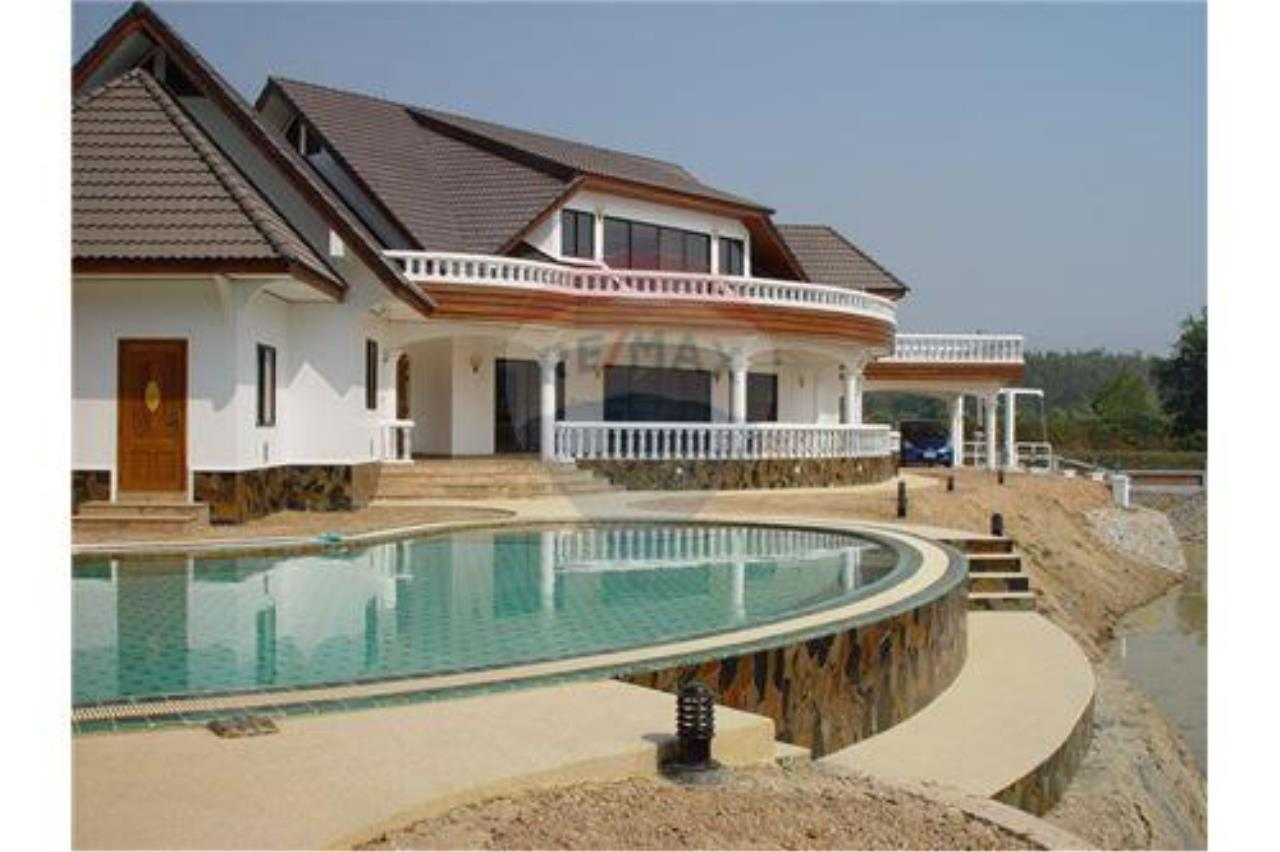 "RE/MAX Executive Homes Agency's ""Song Chan"" 13.95 M in Baan Melanie plot G-7 15"