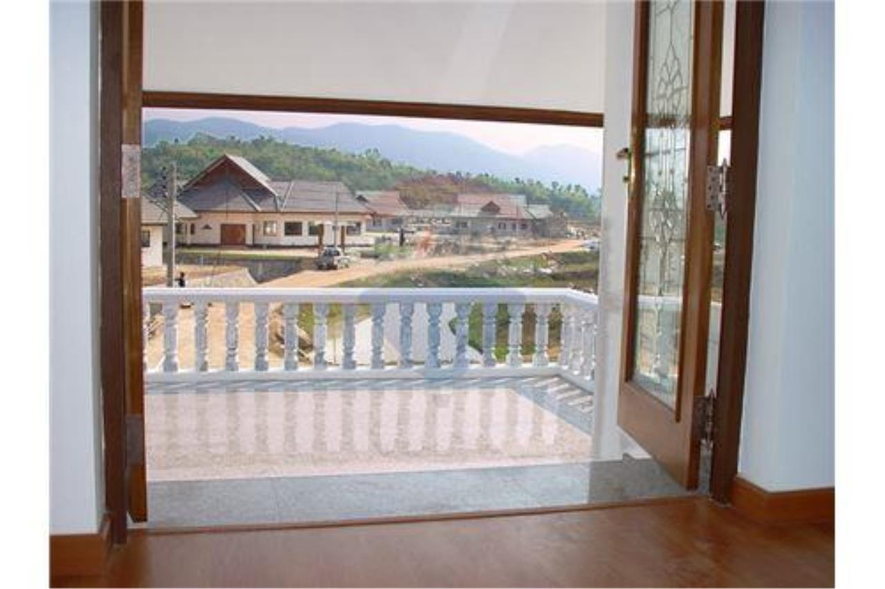 "RE/MAX Executive Homes Agency's ""Song Chan"" 13.95 M in Baan Melanie plot G-7 42"