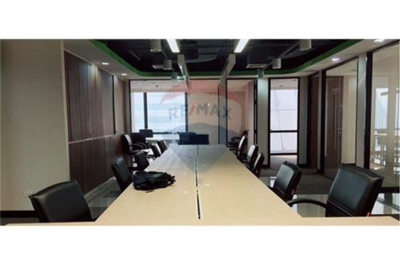 RE/MAX Executive Homes Agency's PS Tower (Asoke) large office for rent 1