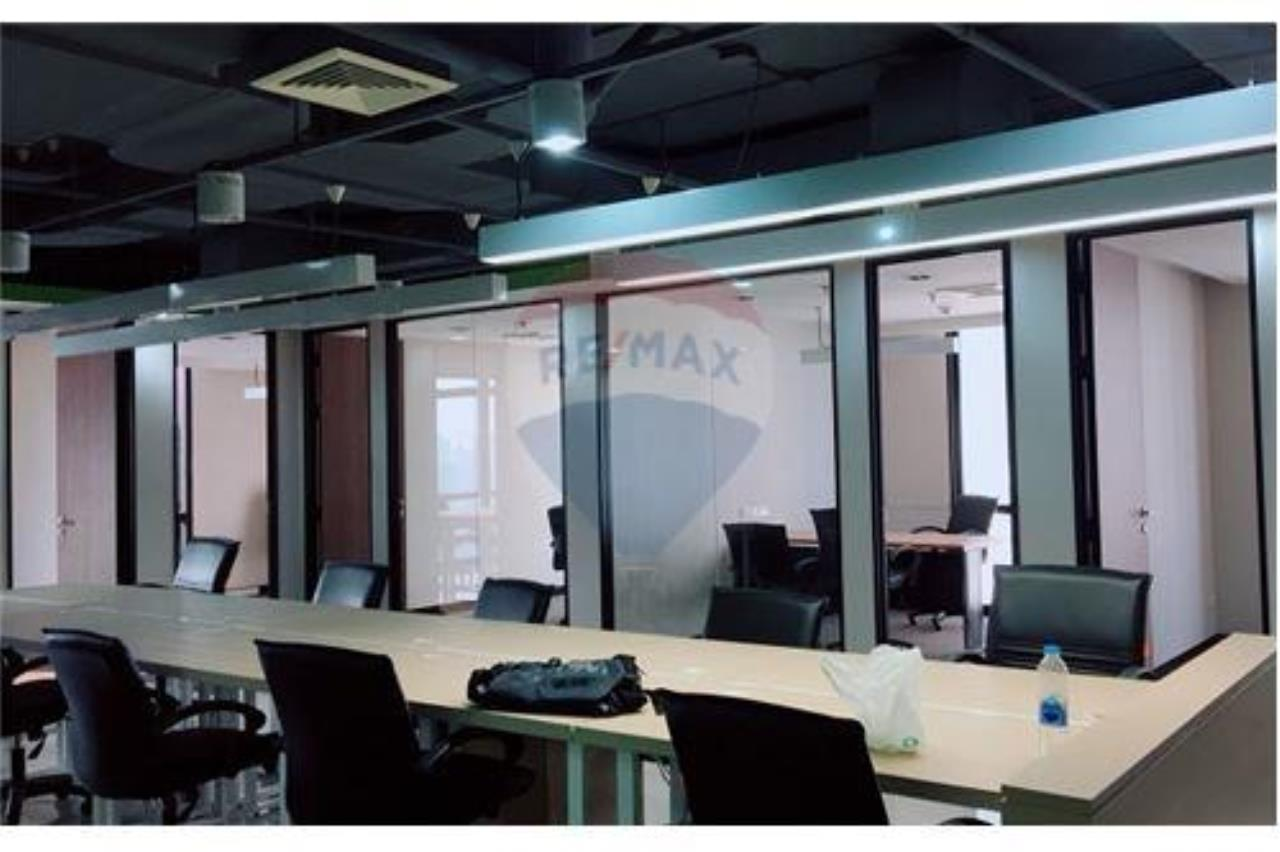 RE/MAX Executive Homes Agency's PS Tower (Asoke) large office for rent 6