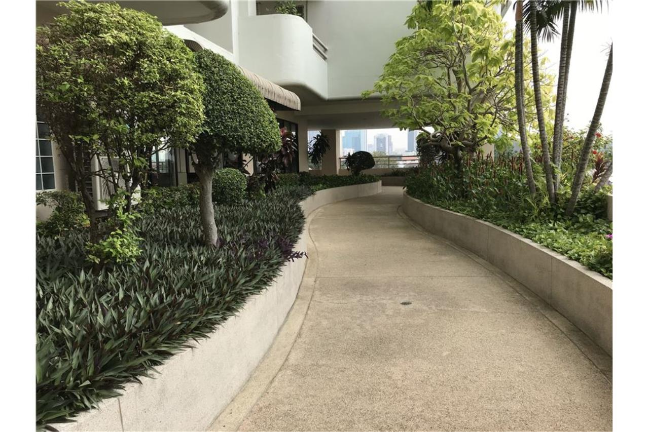 RE/MAX Executive Homes Agency's Penthouse for sales near BTS Phromphong 30