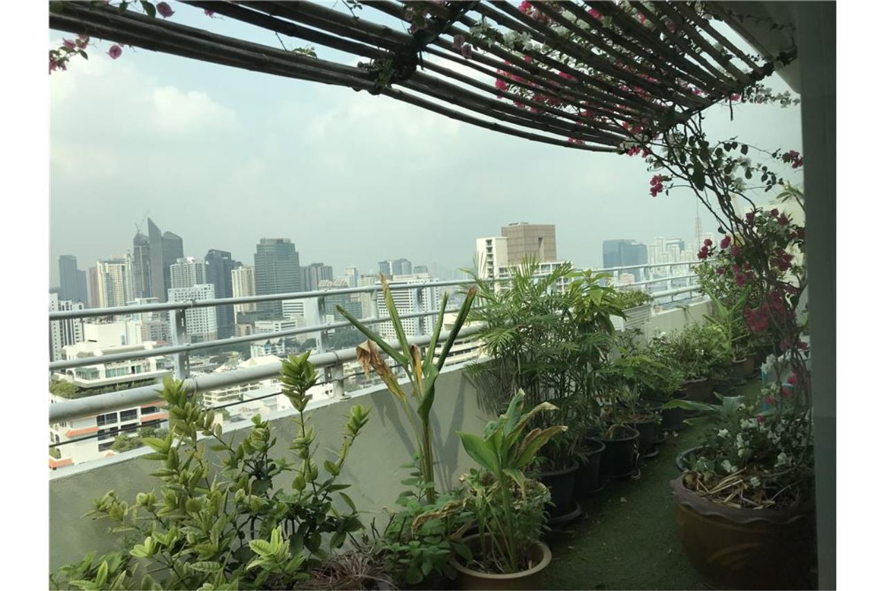 RE/MAX Executive Homes Agency's Penthouse for sales near BTS Phromphong 21