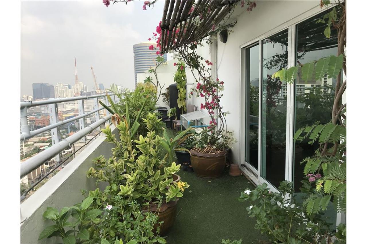 RE/MAX Executive Homes Agency's Penthouse for sales near BTS Phromphong 22