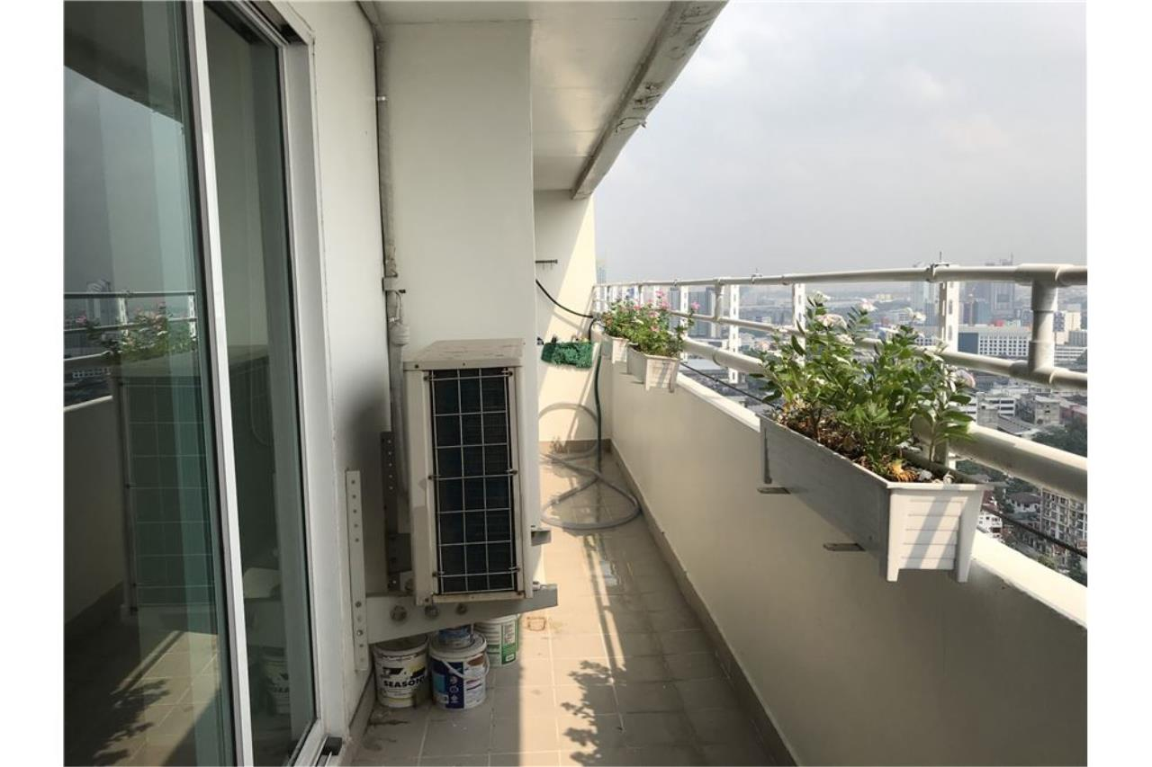 RE/MAX Executive Homes Agency's Penthouse for sales near BTS Phromphong 18