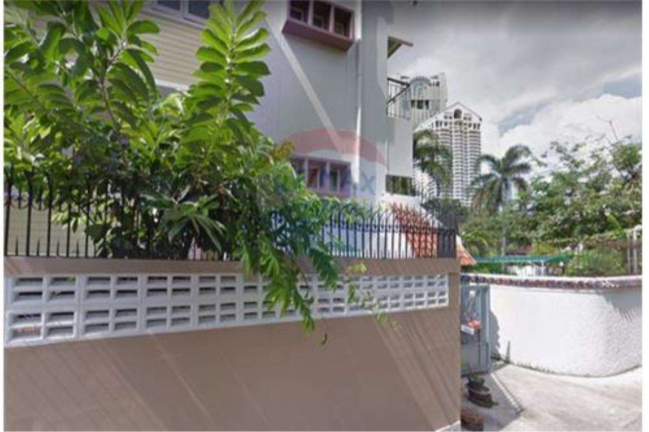 RE/MAX Executive Homes Agency's For SALE!!! Townhouse 2 beds, 200sqm soi Suan Plu 10