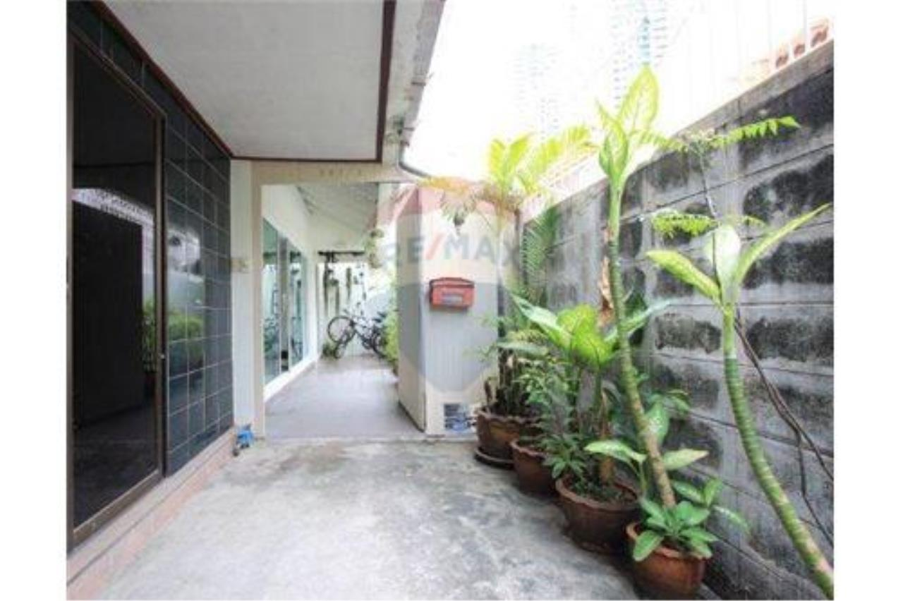 RE/MAX Executive Homes Agency's For SALE!!! Townhouse 2 beds, 200sqm soi Suan Plu 11