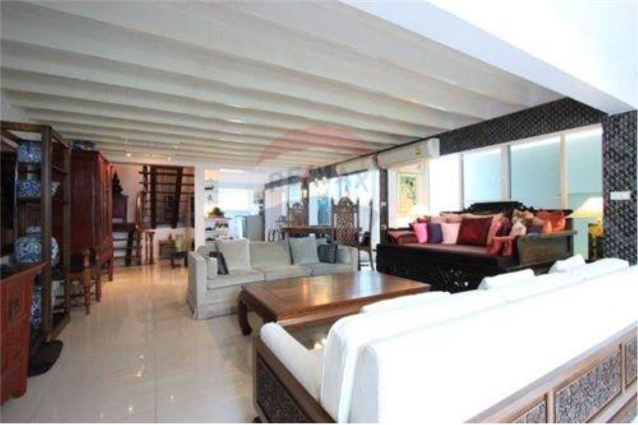 RE/MAX Executive Homes Agency's For SALE!!! Townhouse 2 beds, 200sqm soi Suan Plu 1