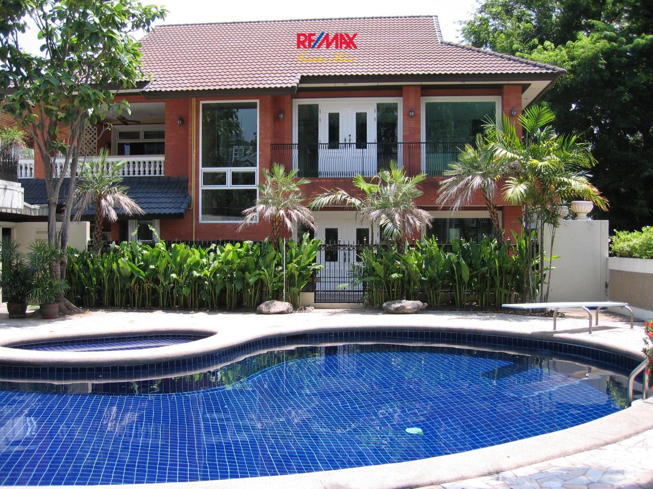 RE/MAX Executive Homes Agency's Stunning 3 Bedroom for Rent Sukhumvit 1