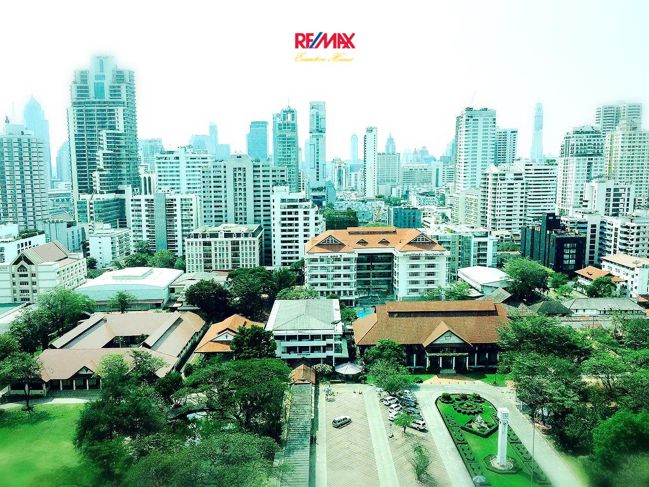 RE/MAX Executive Homes Agency's Stunning 2 Bedroom Duplex for Rent an Sale The Room Asoke 6