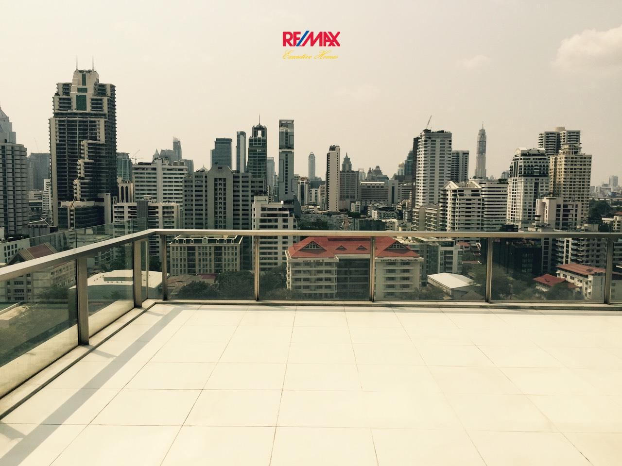 RE/MAX Executive Homes Agency's Stunning 2 Bedroom Duplex for Rent an Sale The Room Asoke 3