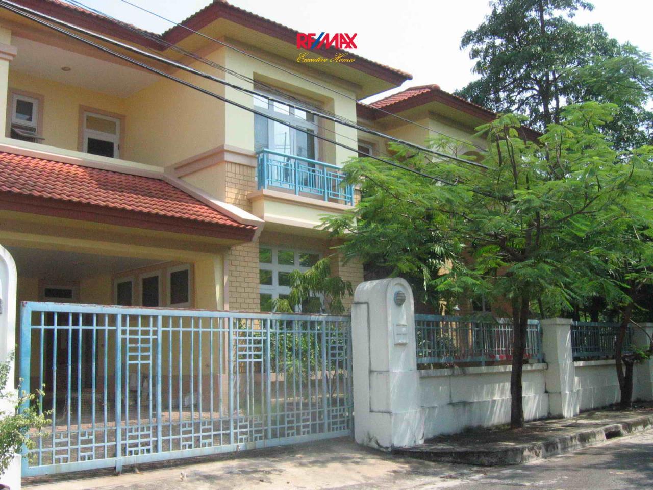 RE/MAX Executive Homes Agency's Beautiful 3 bedroom for Rent Nantawan Village 13